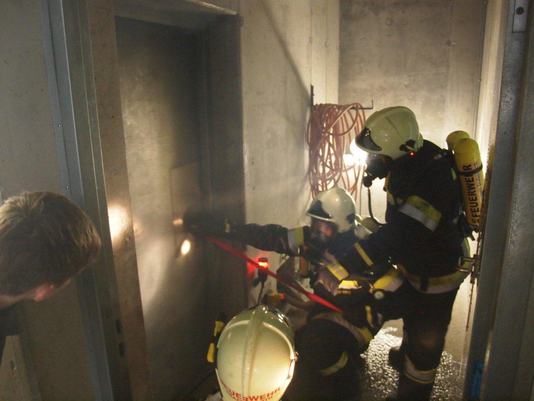 UA Grafenwörth beübt Heißausbildung in der NÖ Feuerwehrschule