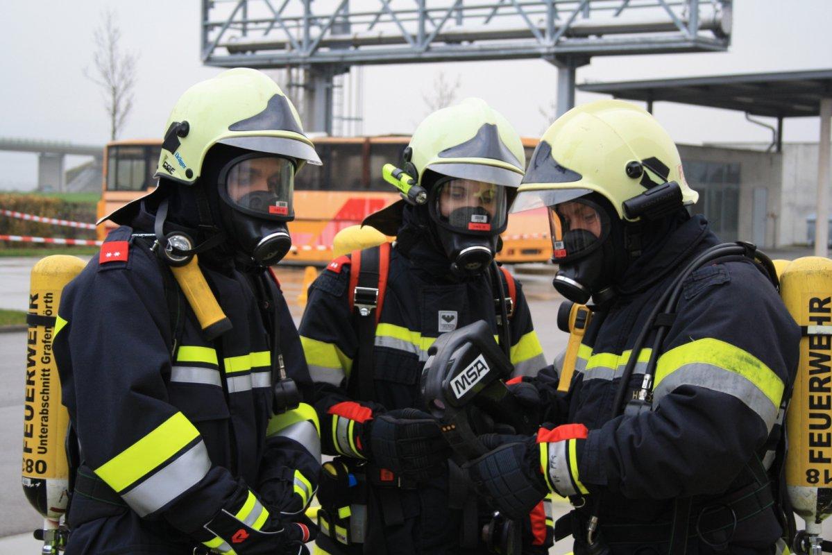 Abschnitts-Atemschutzübung Kirchberg/Wagram im Brandhaus